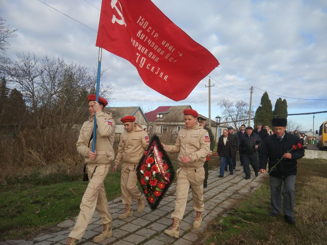 Каневские комсомольцы почтили память погибших в годы войны земляков и провели районное собрание