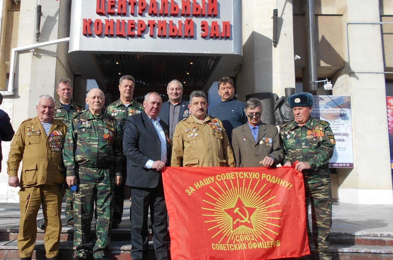 Выселковские коммунисты и советские офицеры приняли участие в мероприятии в честь 75-летия Победы