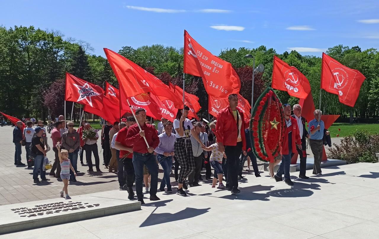 В Краснодаре активисты КПРФ и сторонники партии почтили память павших в годы войны