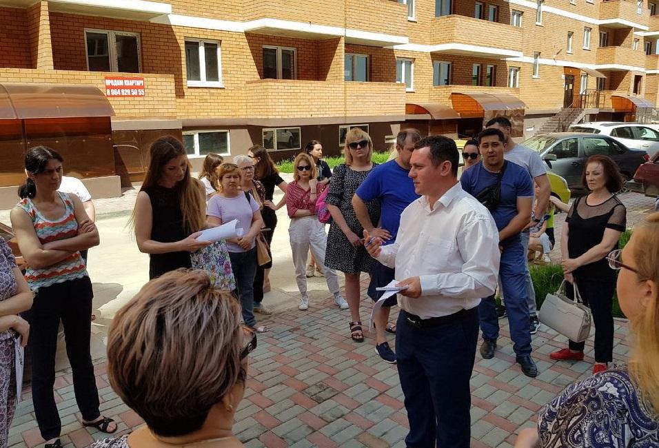 Краснодар. Коммунист-депутат Александр Сафронов провел в Прикубанском округе встречу с жителями многоквартирных домов